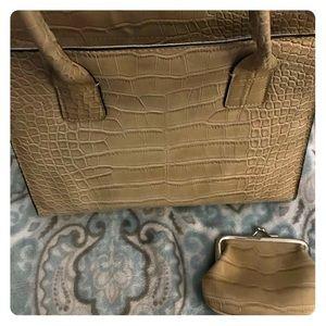 Tommy Hilfiger tan purse w/ matching coin purse👜